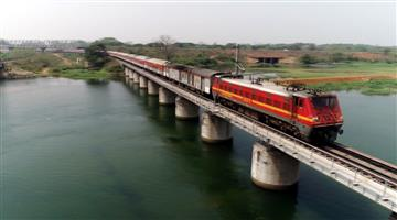 Khabar Odisha:Rail-passengers-will-get-their-favorite-food-and-the-catering-service-will-start-on-the-train