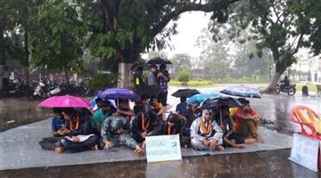 Khabar Odisha:Ravenshaw-Strikes-Off