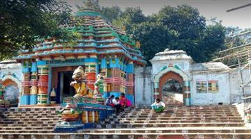 Khabar Odisha:Servitors-attack-two-with-sword-at-Taratarini-temple-in