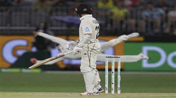 Khabar Odisha:Sports-cricket-Social-media-erupts-after-Steve-Smith-one-handed-catch-to-dismiss-Kane-Williamson