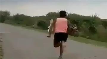 Khabar Odisha:Sports-thlete--odisha-india-got-usain-bolt-madhya-pradesh-s-athlete-rameshwar-completed-100-miter-race-in-just-11-second-video-goes-viral