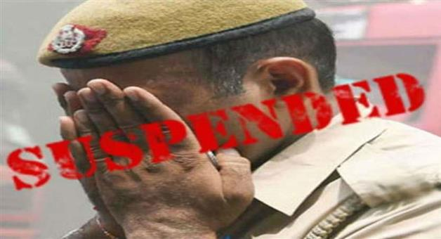 Khabar Odisha:State-Berhampur-SP-Pinak-Mishra-suspends-four-constables-for-donation-from-a-loclal