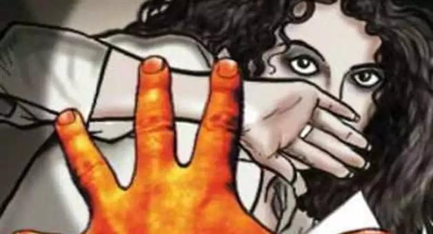 Khabar Odisha:State-Crime-Odisha-Police-arrests-man-for-allegedly-trying-to-rape-a-girl-sitting-on-dharna-with-her-sister-near-PMG-area-in-Bhubaneswar