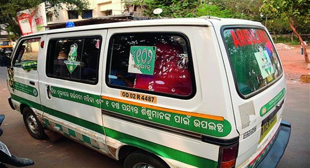 Khabar Odisha:State-Odisha-Ambulance-didint-came-due-Road-problem-Pregnant-woman-went-hospital--3km-by-walking