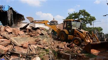 Khabar Odisha:State-Odisha-Demolition-drive-on-Side-parts-of-Lingaraj-Temple