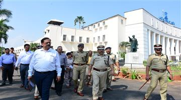 Khabar Odisha:State-Odisha-Director-General-Of-Police-B-K-Sharma-reviews-security-arrangement-ahead-of-Odisha-Assembly-session-from-Nov-13