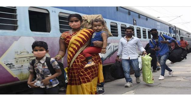 Khabar Odisha:State-Odisha-More-than-300-migrant-workers-escaped-from-Gandhidham-Nirgundi-shramik-Special-train