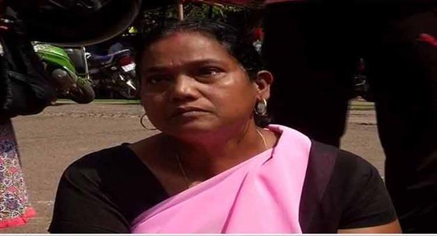 Khabar Odisha:State-Odisha-Teacher-begs-for-justice-in-bhubaneswar