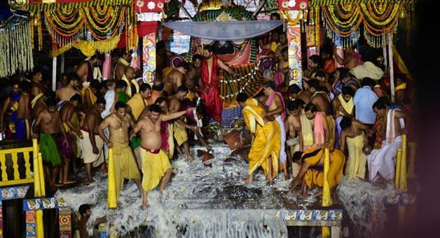 Khabar Odisha:State-odisha-culture-Adharapana-niti-observed-in-puri