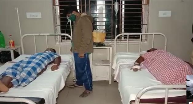 Khabar Odisha:Struggle-for-water-Father-and-son-rescued-from-pond-in-critical-condition