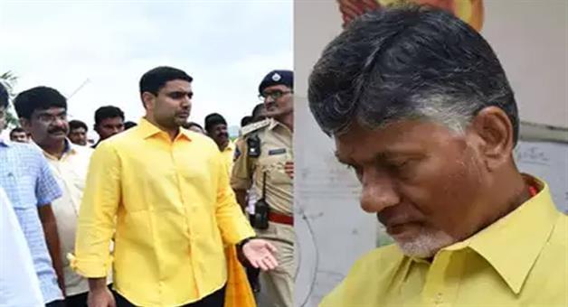 Khabar Odisha:TDP-Chief-N-Chandrababu-Naidu-and-his-son-Nara-Lokesh-house-arrested-by-police