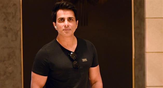 Khabar Odisha:The-Income-Tax-Department-searched-the-home-of-actor-Sonu-Sood