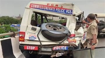 Khabar Odisha:The-PCAs-vehicle-rear-ended-the-truck-injuring-5-policemen