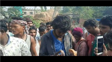 Khabar Odisha:The-villagers-beat-the-young-man-on-charges-of-child-theft-and-handed-him-over-to-the-fund