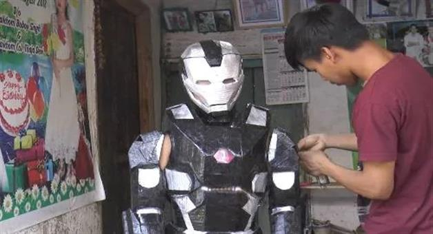 Khabar Odisha:The-young-man-from-Manipur-collected-the-old-waste-and-made-an-iron-man-suit