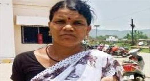 Khabar Odisha:This-women-not-surrender-infant-of-naxal-continued-work-for-the-village
