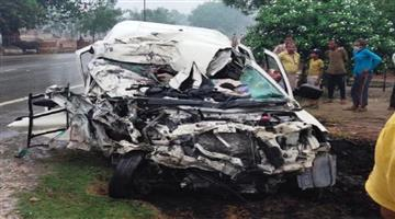 Khabar Odisha:Tragic-road-accident-in-Uttar-Pradeshs-Pratapgarh-district-killing-nine-members-of-a-family