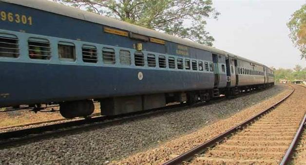 Khabar Odisha:Train-Service-Stop-for-Cyclone-Titli