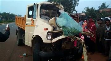 Khabar Odisha:Truck-hits-truck-2-died