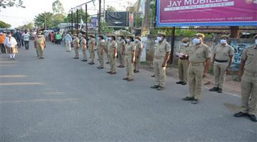 Khabar Odisha:Twin-Cities-Traffic-Shut-Down-for-2-Minutes-for-Silent-Prayers-in-Honor-of-corona-Warrior