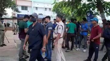 Khabar Odisha:Two-notorious-criminals-were-injured-in-the-police-encounter-and-were-hospitalized