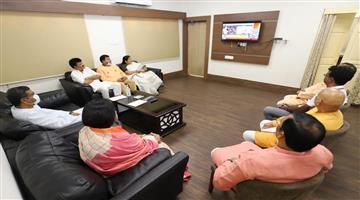 Khabar Odisha:Union-Ministers-listen-Mann-ki-baat-at-Bhubaneswar