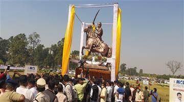 Khabar Odisha:Union-Minister-Dharmendra-Pradhan-unveils-statue-of-Vir-Surendra-Sai-in-Jharsuguda