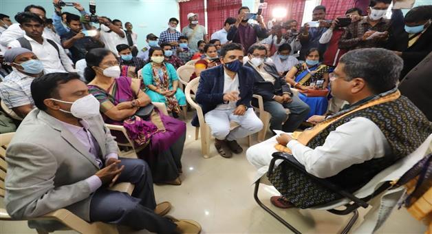 Khabar Odisha:Union-Minister-Felicitate-Corona-warriors-at-Kendrapada