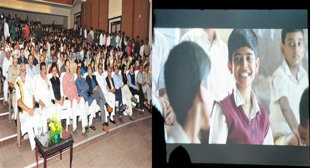 Khabar Odisha:Union-Minister-attends-the-special-screening-of-film-Chalo-Jeete-Hain-at-SOA