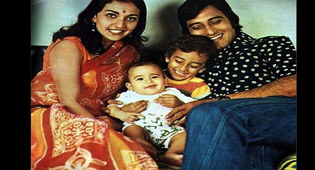 Khabar Odisha:Vetarn-Actor-Vinod-Khanna-First-Wife-Geetanjali-Paases-Away-Akshay-Khanna-Mother