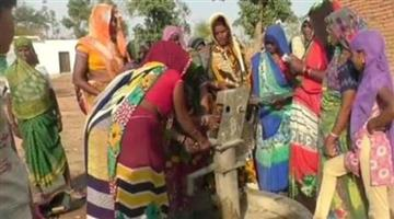 Khabar Odisha:Women-Join-to-tube-well-repairing