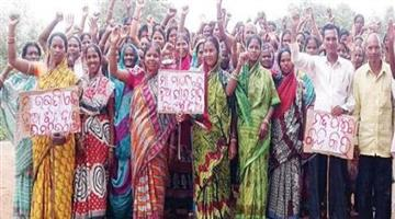 Khabar Odisha:Women-raise-then-voice-against-liqueur