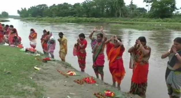 Khabar Odisha:Worshiping-coronas-mata-the-wind-will-come-and-corona-will-devour-the-virus-Assam-womans-strange-superstition