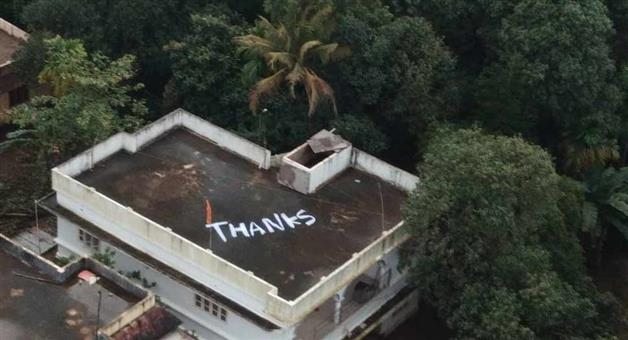 Khabar Odisha:a-thanks-note-painted-on-the-roof-of-a-house-in-kochi-from-where-the-naval-pilote-rescued-two-women