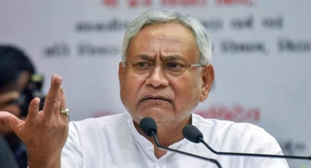 Khabar Odisha:a-young-man-threw-slipper-on-chief-minister-nitish-kumar-in-patna