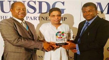 Khabar Odisha:acharya-balkrishna-recieves-undcg-award