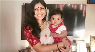 Khabar Odisha:actress-sakshi-tanwar-adopted-baby-girl