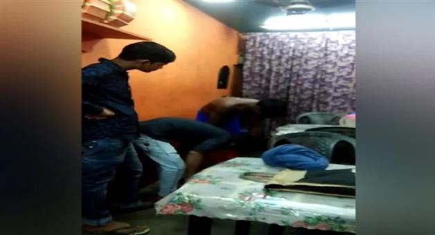 Khabar Odisha:ajab-khabar-Odisha-customer-did-not-have-money-after-eating-biryani-shopkeeper-made-video-man-remove-his-clothes