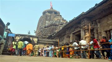 Khabar Odisha:art-and-culture-today-mahasiv-ratri-lingaraj-lord-siva-lokanath-and-bhadrak-aradi