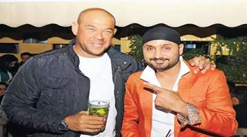 Khabar Odisha:aus-vs-ind-harbhajan-broke-down-crying-while-apologising-for-monkeygate-andrew-symonds