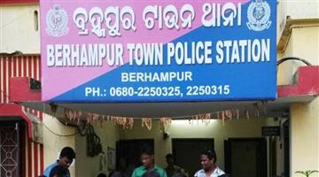 Khabar Odisha:berhampur-town-police-arrests-15-gamblers
