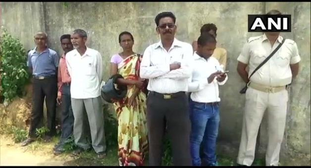 Khabar Odisha:bjp-leader-along-with-his-wife-and-son-was-shot-dead-by-unidentified-assailants-in-Jharkhand