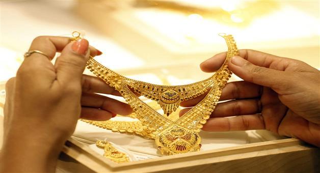 Khabar Odisha:business-odisha-gold-drops-rs-182-silver-tumbles-rs-1083-on-wednesday