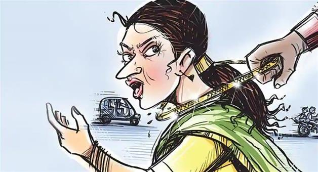 Khabar Odisha:chain-snatching-from-a-lady-by-fake-police-getup