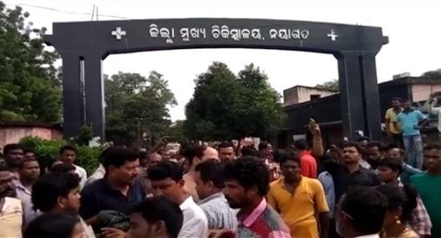 Khabar Odisha:crime-nayagarh-mentally-disorder-man-attacks