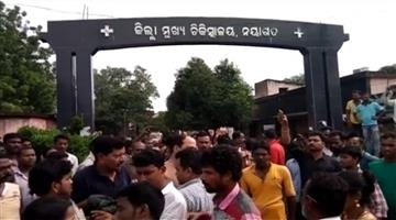 Khabar Odisha:crime-nayagarh-mentally-disorder-man-attacks