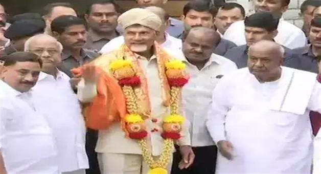 Khabar Odisha:devegowdas-appeal-after-meeting-chandrababu-naidu-secular-parties-should-unite-to-defeat-nda