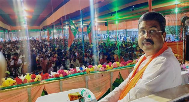 Khabar Odisha:dharmendra-pradhan-campaign-for-election-at-west-bengal-kamarhati