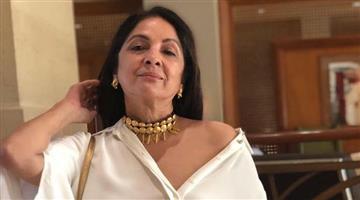 Khabar Odisha:entertainment-bollywood-neena-gupta-photo-in-little-dress-is-going-viral-on-instagram