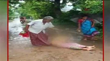 Khabar Odisha:father-in-law-tortures-daughter-in-law-on-beach-road